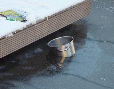 zugefrorener Teich bild 2